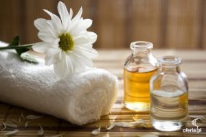 aromatherapy massage uses essential oils